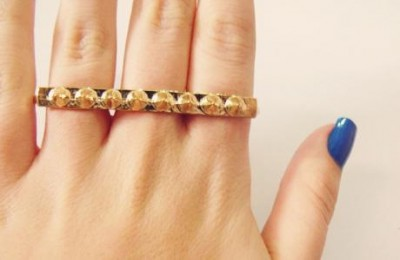 anel com spikes