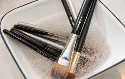 como-limpar-pinceis-de-maquiagem