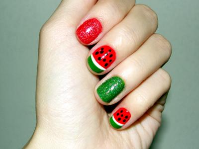 unhas-decoradas-com-melancia