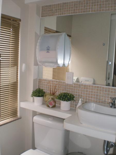 banheiro pequeno com espelhos -> Banheiro Pequeno Zen