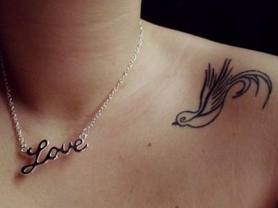 tatuagem passaro ombro