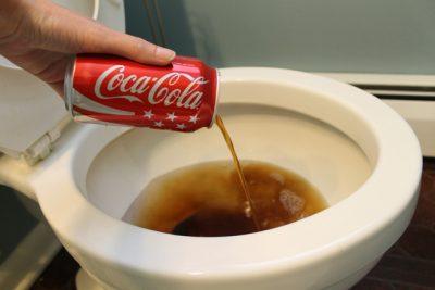 coca-cola-no-banheiro