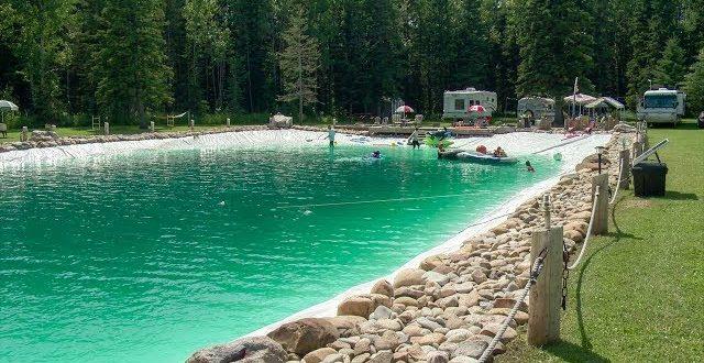 Construiu piscina que se transforma em pista de gelo no Inverno